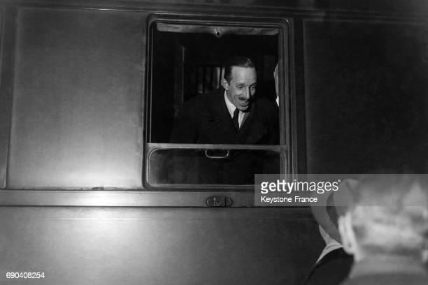 Le roi Alphonse XIII d'Espagne à la gare de Lyon, partant pour Naples, à Paris, France, circa 1930.
