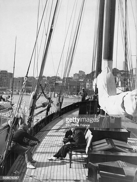Le roi Christian X et la Reine Alexandrine assis sur leur yocht 'Doriana' dans le port de Cannes France le 23 février 1938