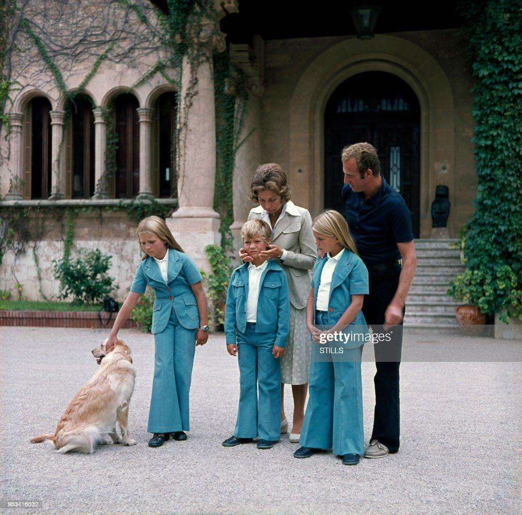 Juan Carlos en famille dans les années 70 : News Photo