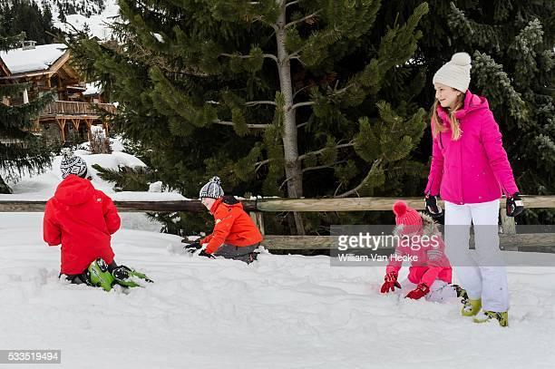 Le Roi et la Reine et leurs enfants passent le congé de Carnaval à Verbier pour une semaine sportive et familiale La Famille Royale est arrivée à...