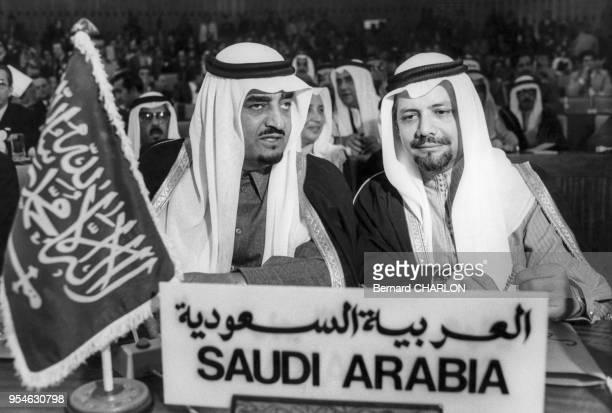 Le Roi Fahd et Sheikh Ahmed Zaki Yamani lors du sommet de l'OPEP à Alger le 4 mars 1975 Algérie