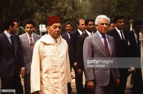 Le roi Hassan II du Maroc reçu par le président algérien Chadli Bendjedid le 27 mai 1991, à Alger, Algérie.