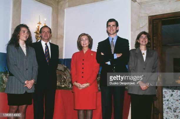 Le Roi Juan Carlos avec son épouse la Reine Sophie et leurs enfants, l'infante Elena, l'infant Felipe et l'infante Cristina pour le 56 -ème...