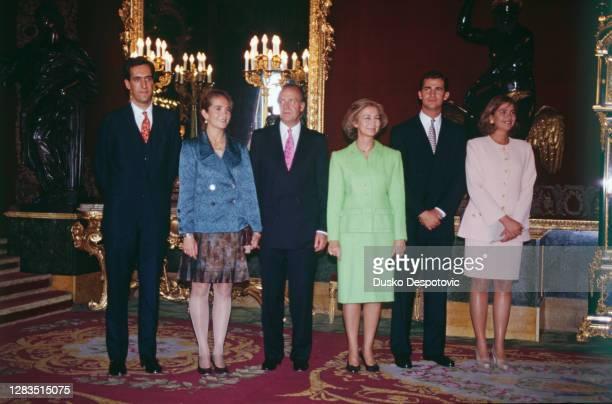 Le Roi Juan Carlos et son épouse la Reine Sophie avec leurs trois enfants : l'infant Felipe, l'infante Cristina et Jaime de Marichalar, le fiancé de...
