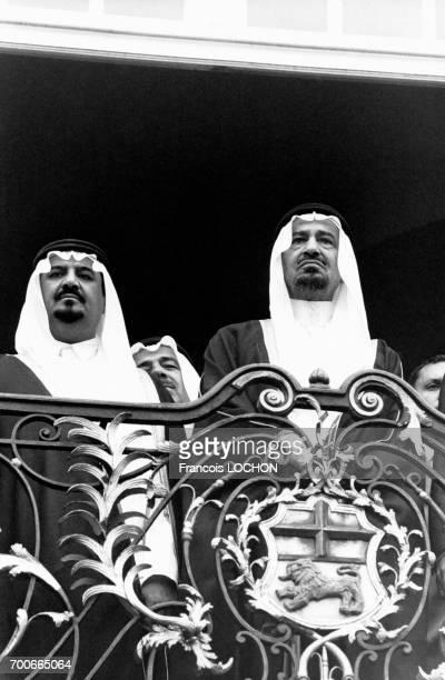 Le Roi Khaled ben Abdelaziz alSaoud d'Arabie saoudite est reçu à Bonn par le Président Karl Carsten le 17 juin 1980 à Bonn Allemagne