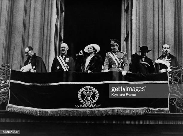 Le roi Léopold III et la reine Astrid acclamés par la foule à Anvers Belgique le 13 mai 1935