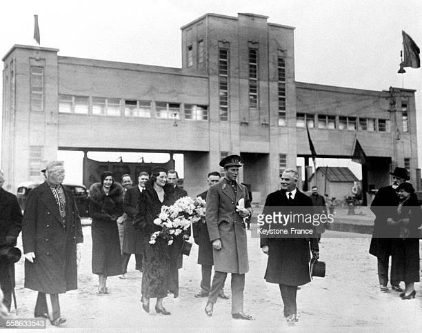 Le roi Léopold III et la reine Astrid pendant l'inauguration de la nouvelle section du canal Albert en Belgique le 17 octobre 1934