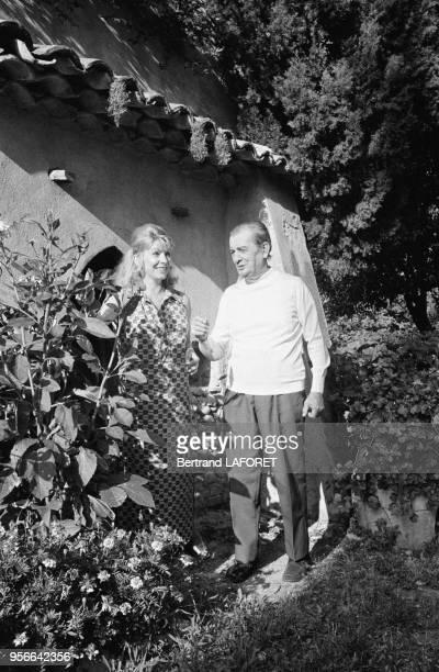 Le romancier Marcel Pagnol et son épouse Jacqueline en juillet 1970, France.