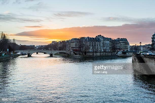 île saint-louis, paris - paris romantique stock pictures, royalty-free photos & images