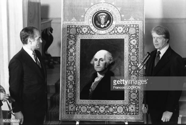 Le shah d'Iran Mohammad Reza Pahlavi et le Président des EtatsUnis Jimmy Carter en 1977 à Washington aux EtatsUnis