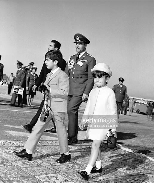 Le Shah d'Iran Mohammad Reza Pahlavi et ses enfants Reza Pahlavi et Farahnaz Pahlavi lors de la célébration de l'anniversaire de l'impératrice Farah...