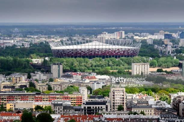 Le Stade National construit pour accueillir des matchs de la coupe d'Europe de football 2012 Vue vers l'est des terrasses du Palais de la Culture et...