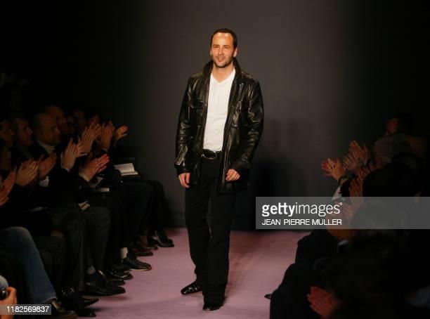 Le styliste Tom Ford défile, le 26 janvier 2003 à Paris, lors de sa présentation de la collection masculine automne-hiver 2003-2004 pour la maison...