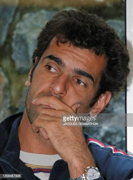 le tennisman français Cédric Pioline assiste le 20 septembre 2001 à Rotterdam au tirage au sort de la demifinale Paysbas/France de la Coupe Davis de...