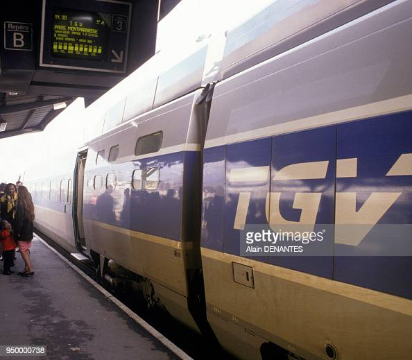 le tgv atlantique en gare de nantes en 1991 pictures getty images. Black Bedroom Furniture Sets. Home Design Ideas