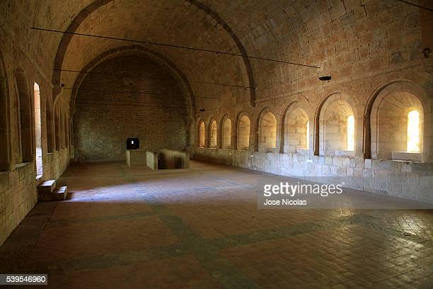 le thoronet abbey in southeast france - cisterciense - fotografias e filmes do acervo