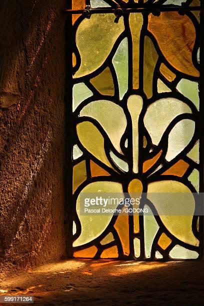 le thoronet, cistercian abbey le thoronet, 12th century cistercian abbey in provence. stained glass. - cisterciense - fotografias e filmes do acervo
