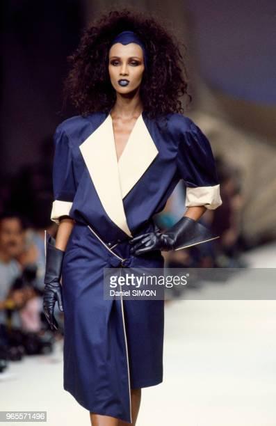 Le top model Iman lors du défilé Thierry Mugler le 17 octobre 1985 à Paris France