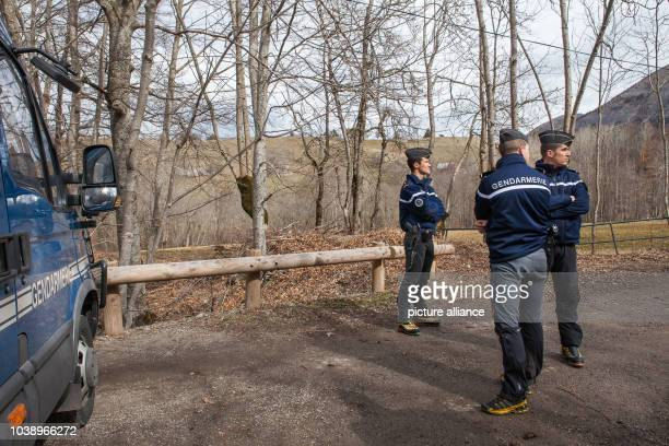 Le Vernet AlpesdeHauteProvence department France 25th March 2015 French gendarmes stands in patrol blocking one of the roads to the crash site...