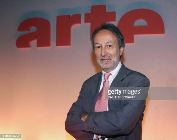 Le vice-président d'Arte Jérome Clément pose, le 03 septembre 2001 à Paris, à l'issue de la conférence de rentrée de la chaîne de télévision Arte....