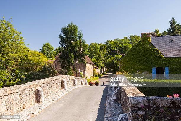 Le Vieux Pont in the village of Asnieres-sur-Vegre