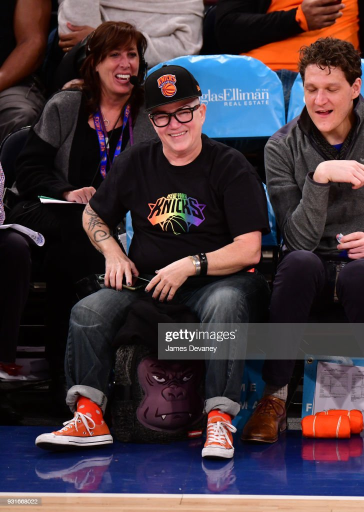 Celebrities Attend The New York Knicks Vs Dallas Mavericks Game : News Photo