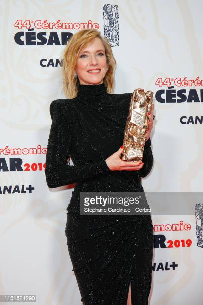 Lea Drucker poses with the Cesar for Best Actress award for the film 'Jusqu'a la garde' during the Cesar Film Awards 2019 at Salle Pleyel on February...