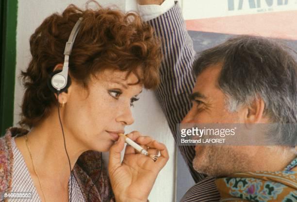 Lea Massari et JeanClaude Brialy sur le plateau du film Sarah realisé par Maurice Dugowson le 29 juillet 1981 en Espagne