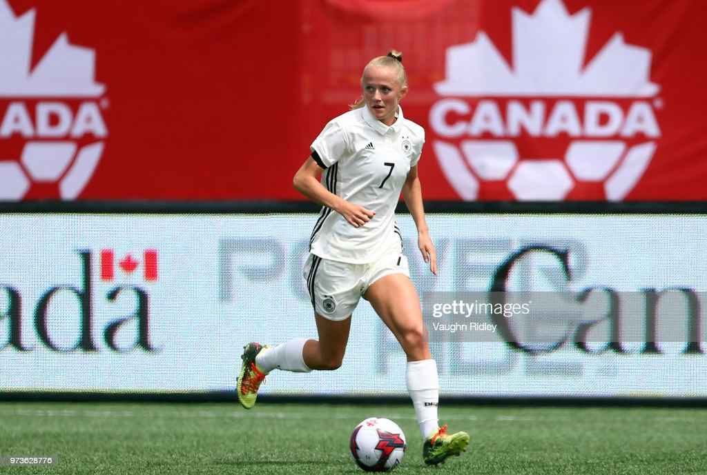 Canada v Germany - Women's International Friendly : Photo d'actualité