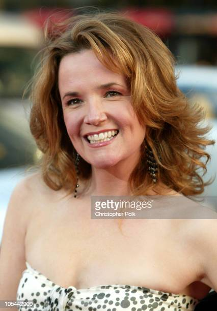 Lea Thompson during The Whole Ten Yards World Premiere at Grauman's Chinese Theatre in Hollywood CA United States