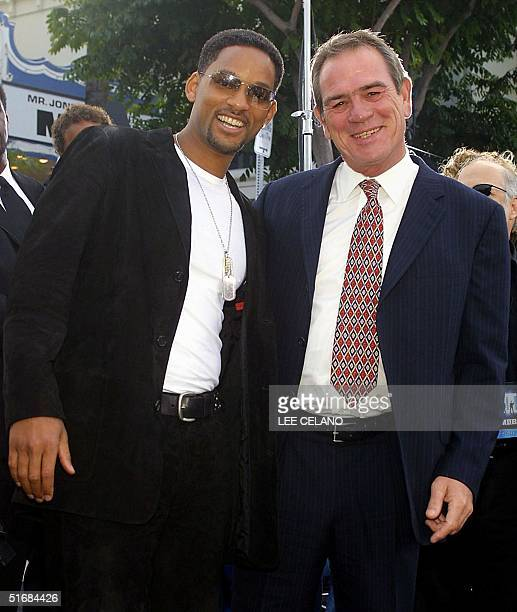 Lead cast members Will Smith and Tommy Lee Jones pose as they arrive for the premiere of Men in Black II 26 June 2002 in the Westwood area of Los...