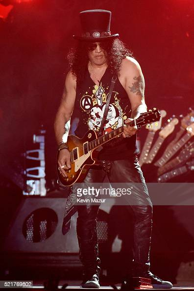 lead guitarist slash of guns n 39 roses performs onstage during day 2 news photo getty images. Black Bedroom Furniture Sets. Home Design Ideas