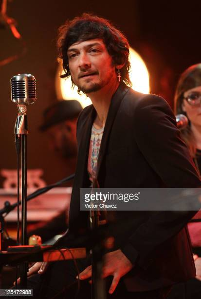 Lead singer Leon Larregui of the band Zoe performs during the Zoe MTV Unplugged at Estudios Churubusco on October 5, 2010 in Mexico City, Mexico.