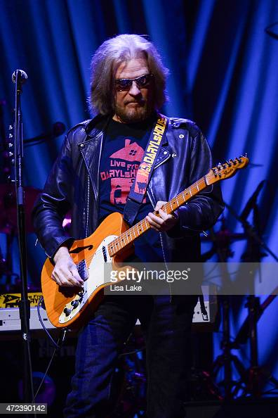 lead vocalist and guitar player daryl hall of hall and oates performs news photo getty images. Black Bedroom Furniture Sets. Home Design Ideas
