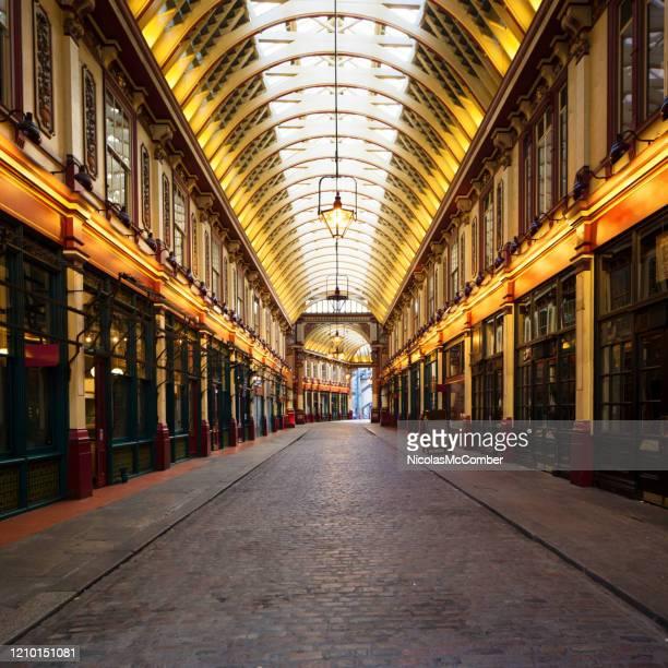通りから撮影されたleadenhall市場 - レドンホールマーケット ストックフォトと画像