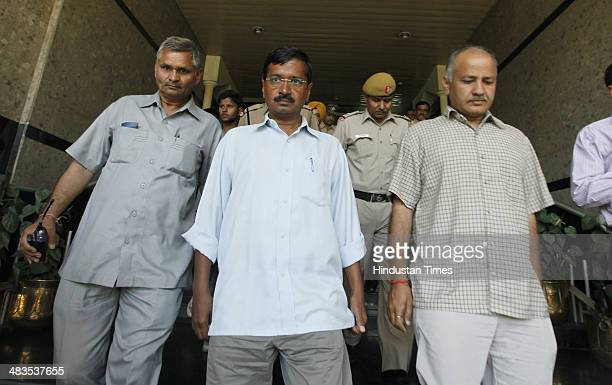 AAP leader and Arvind Kejriwal coming out after meeting with Delhi police commissioner Bhim Sain Bassi and auto driver Lali who slapped him yesterday...