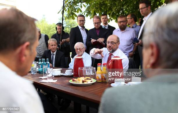 SPD leader and chancellor candidate Martin Schulz visits residents of the multigeneration house in Jena eastern Germany on August 8 2017 Schulz...