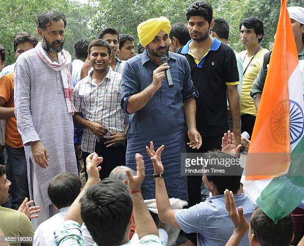 AAP leader Bhagwant Mann addressing UPSC aspirants as AAP leader Yogendra Yadav looks on during their protest demanding scrapping of CSAT at Jantar...