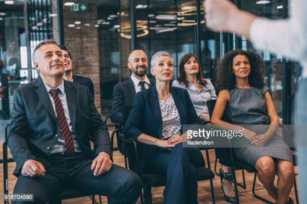 leader briefing business people - staff meeting stock pictures, royalty-free photos & images