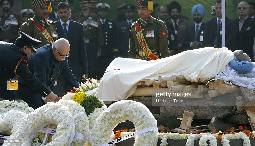 BJP leader LK Advani laying wreath on the pyre of former Prime Minister of India Inder Kumar Gujral during his funeral on December 1, 2012 in New Delhi, India. Inder Kumar Gujral who served as 12th Prime minister of India from April 1997 to March 1998 passed away on November 30, 2012 at the age of 92 years.