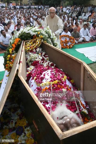 Leader LK Advani pays floral tribute to RSS veteran Nananji Deshmukh who passed away in New Delhi on Sunday on February 28 2010