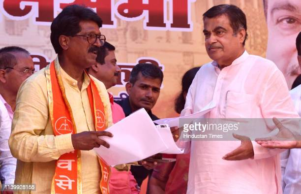BJP leader Nitin Gadkari addressing to public in election rally for Shiv Sena candidate Arvind Sawant at Darukhana Reay Road on April 27 2019 in...