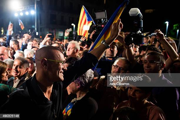 Leader of Catalan proindependence coalition 'Junts pel Si' Raul Romeva is greeted by wellwishers as the Catalanist coalition look likely to win the...