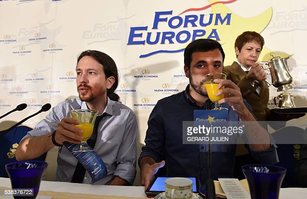 Leader of left wing party Podemos Pablo Iglesias and leader of Izquierda Unida IU Alberto Garzon drink orange juice prior to an economic forum on...