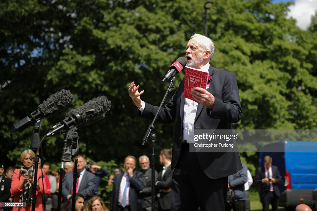Jeremy Corbyn Tours The UK On The Final Day Of The Election Campaign : News Photo