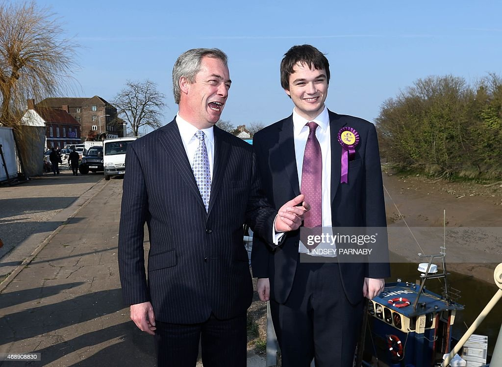 BRITAIN-POLITICS-VOTE-UKIP-FARAGE : News Photo