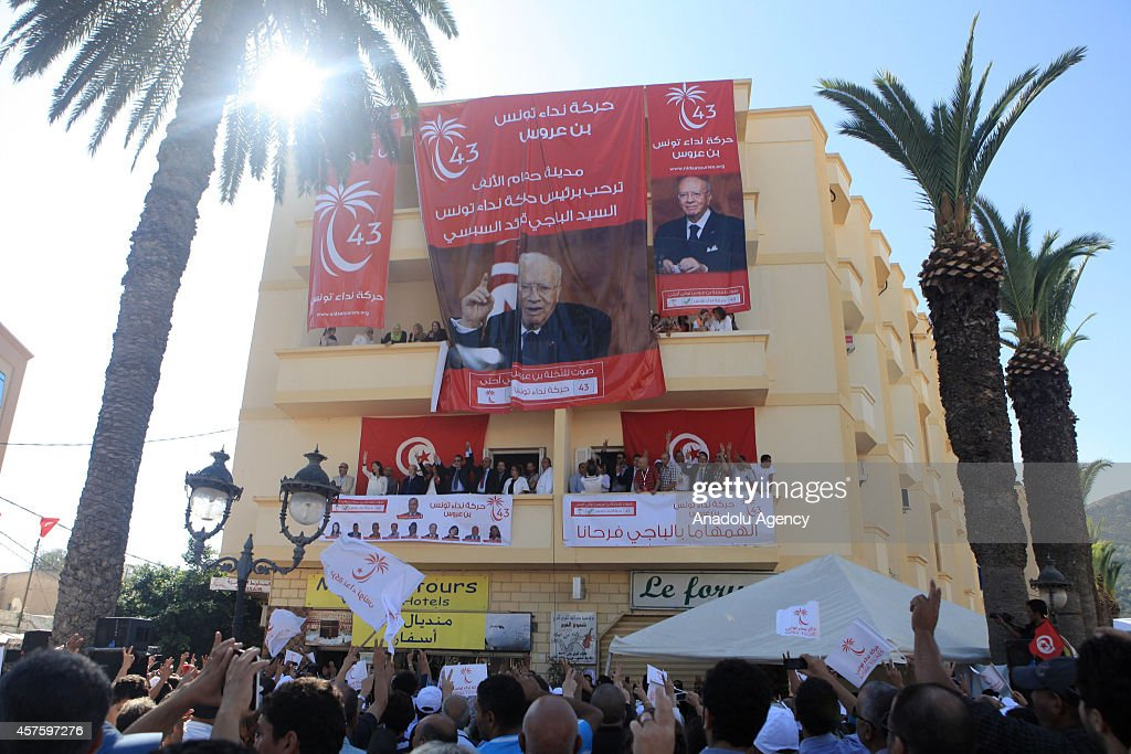 The Voice of Tunisia leader Kaid es-Sipsi holding an election rally in Ben Arous : News Photo