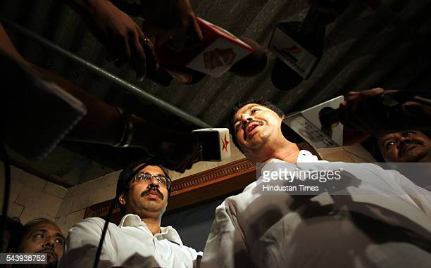 BJP leader Pramod Mahajan and Shiv Sena leader Uddhav Thackrey speak to the media after both the parties unanimously decided that BJP's Gopinath...