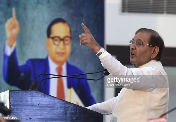 JD leader Sharad Yadav during 'Sajhi Birasat Bachao Sammelan' at Constitution Club on August 17 2017 in New Delhi India