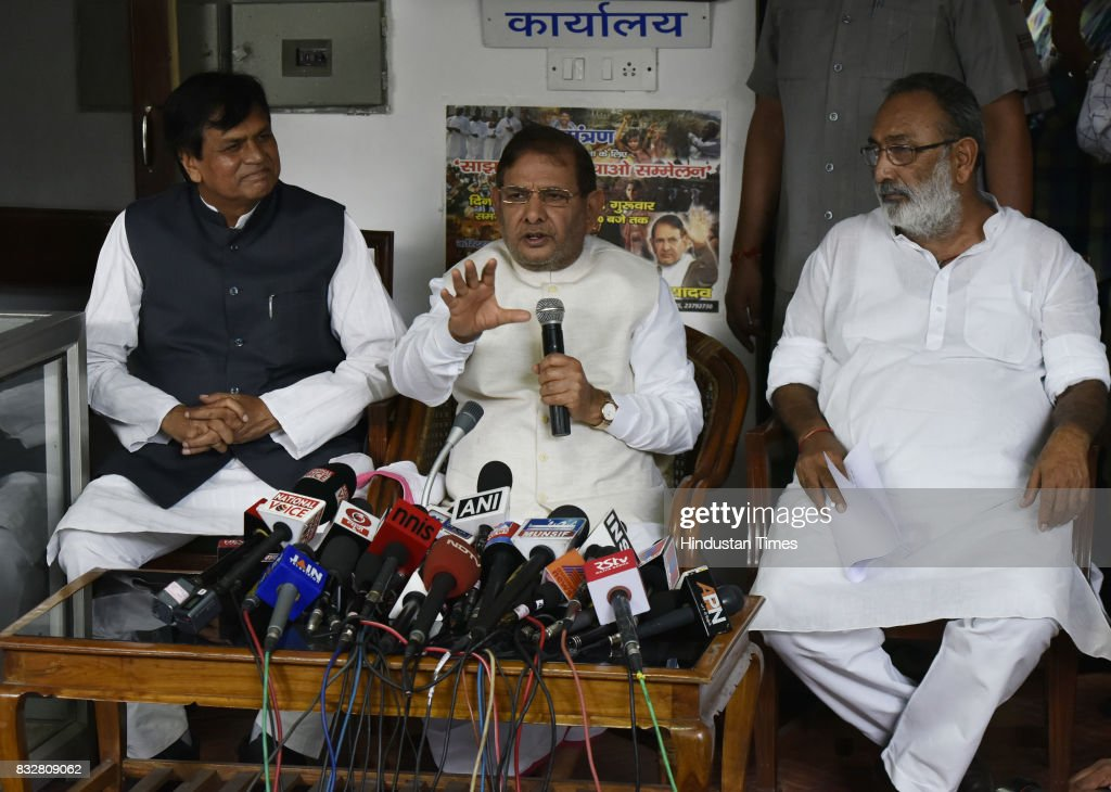 JDU leader Sharad Yadav with Ali Anwar (L) during a press conference at his residence on August 16, 2017 in New Delhi, India. Veteran leader Sharad Yadav will stage a show of strength tomorrow, collecting leaders from a range of parties including the Congress and the Left in the run-up to the Janata Dal (United) joining the BJP-led NDA government at the Centre, and pushing for the much-awaited special package for Bihar from the Modi government.